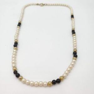 Jewelry - Vintage beaded choker necklace